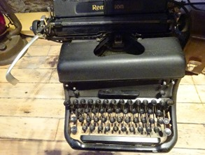 old-manual-typewriter-photo-by-Sherrie-Rose